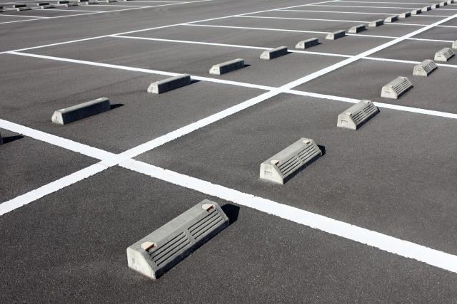 アスファルト舗装でお悩みを解決!駐車場工事の施工事例