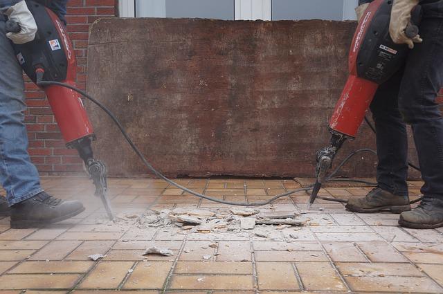 コンクリートやアスファルトの撤去手順・費用相場|撤去時の工法