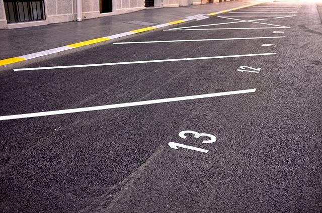 アスファルト舗装の施工事例:駐車場編